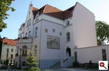 Artmur - Sgraffito - Sgraffito na elewacji budynku Urzędu Miasta w Ełku