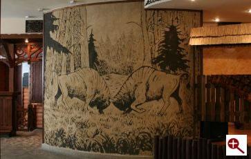 Artmur - Sgraffito walczące żubry w Hotelu Białowieskim w Białowieży