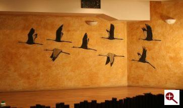 Artmur - Sgraffito lecące żurawie w Hotelu Białowieskim w Białowieży